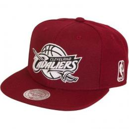 Mitchell & Ness Snapback Cap B&W Team Base Cleveland Cavaliers weinrot